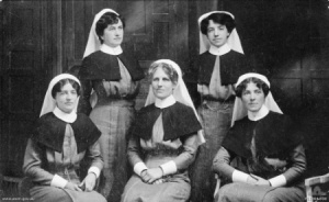 Members of Lady Rachel Dudley's Australian Voluntary Hospital, Southampton 27 August 1914, before embarkation for France. Matron Ida Greaves seated at centre. Photo:  Australian War Memorial